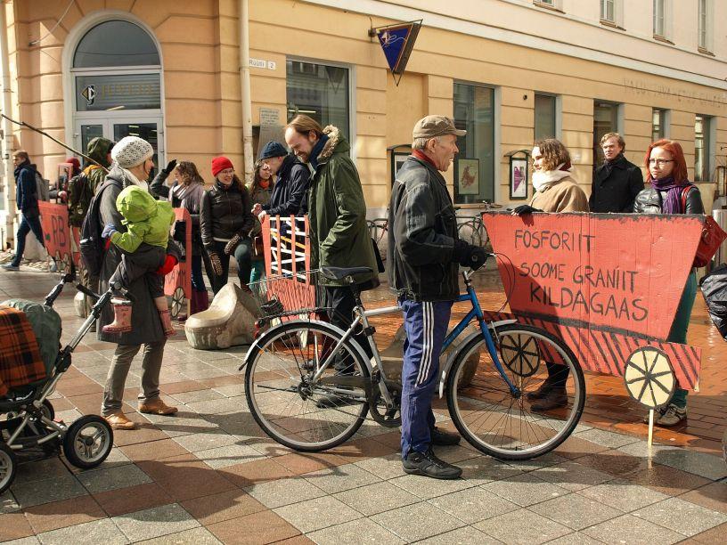 Tartu Üliõpilaste Looduskaitseringi tudengid protestimas (Allikas: Mari-Liis Pintson)